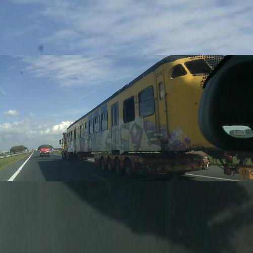 Kijk uit! Een trein op de snelweg :-)